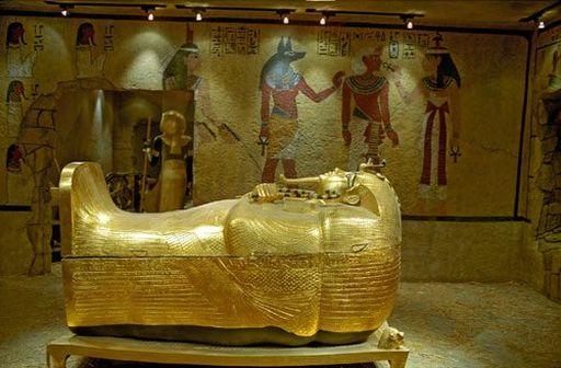 Гроб с мумией Тутанхамона