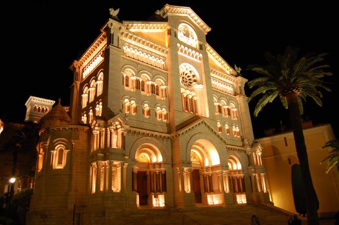 Кафедральный собор Монако ночью