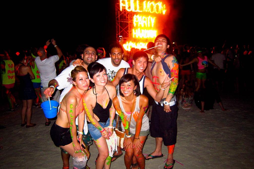 Full Moon Party – вечеринка в полнолуние на берегу Тихого океана