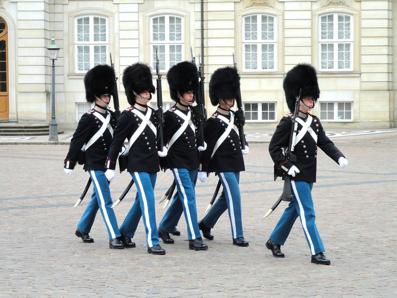 Гвардейцы возле дворца Амалиенборг