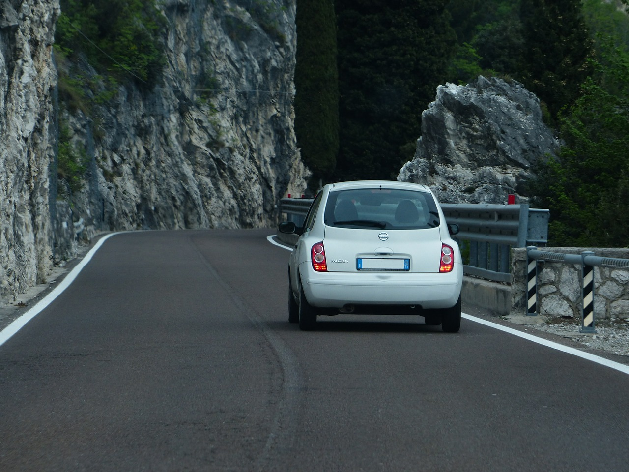 road-367536_1280